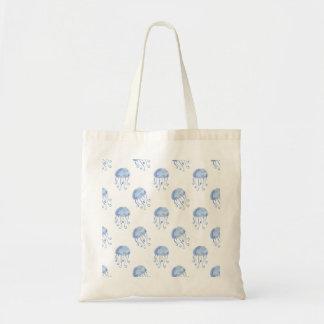 水彩画の青いくらげのビーチのデザイン トートバッグ