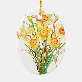 水彩画の黄色いラッパスイセンの春の花 セラミックオーナメント