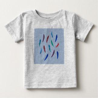 水彩画はベビーのTシャツに羽をつけます ベビーTシャツ