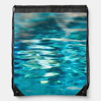 水抽象的な青緑のターコイズの水の海 ナップサック