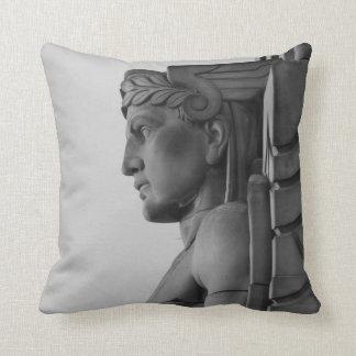 水星の彫像(クリーブランドオハイオ州)の枕 クッション