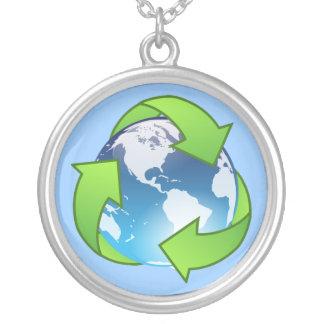 水晶地球の地球のリサイクルアイコン シルバープレートネックレス