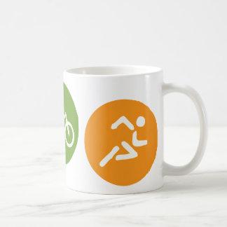 水泳のバイクの操業 コーヒーマグカップ