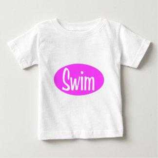 水泳のピンクの楕円形 ベビーTシャツ
