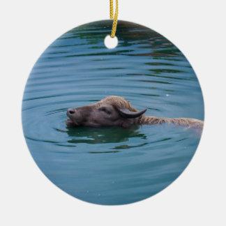 水泳の水牛 セラミックオーナメント