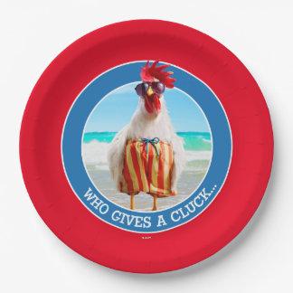 水泳パンツのビーチのオンドリの男Chillin ペーパープレート
