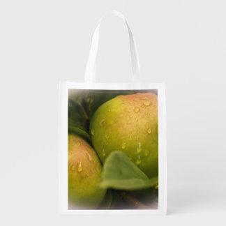 水滴が付いている新しい緑のりんご エコバッグ