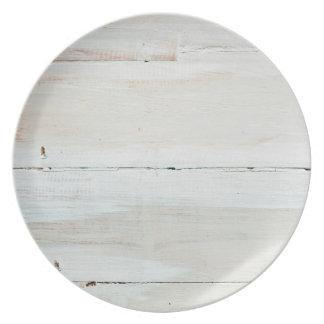 水漆喰を塗られた納屋の木製の白いWoodgrain プレート