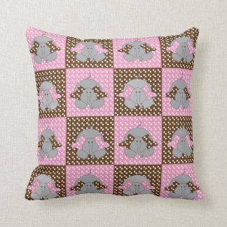 水玉模様おもしろいなブラウンおよびピンクの間抜けな象 クッション