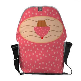 水玉模様が付いているピンクのカップケーキ クーリエバッグ