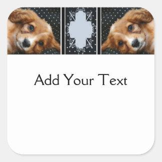 水玉模様のもみ革によって着色されるコッカースパニエルの子犬 スクエアシール
