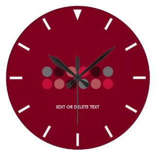 水玉模様のアクセントのバーガンディ ラージ壁時計