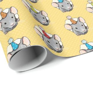 水玉模様のチーズの誕生日のマウス ラッピングペーパー
