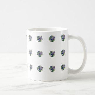 水玉模様の紫色のペチュニア- 11のozのクラシックで白いマグ コーヒーマグカップ