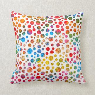 水玉模様の装飾的で色彩の鮮やかな球の予算の枕 クッション