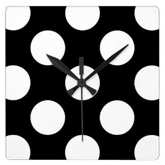 水玉模様、ポルカの点々のあるな背景-白い黒 スクエア壁時計