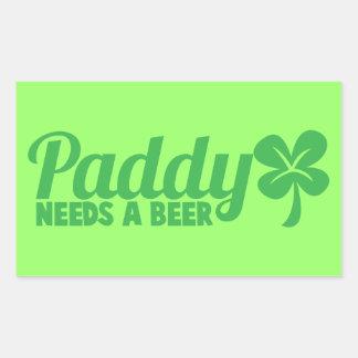 水田はビールを必要とします! St patricks dayのdrinkinのデザイン 長方形シール