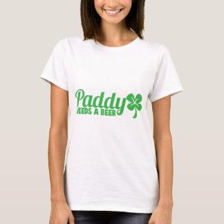 水田はビールを必要とします! St patricks dayのdrinkinのデザイン Tシャツ
