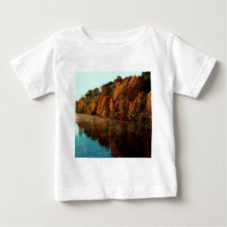 水秋の木の調和 ベビーTシャツ