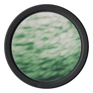 水雲の抽象芸術の緑の下で着色される ポーカーチップ