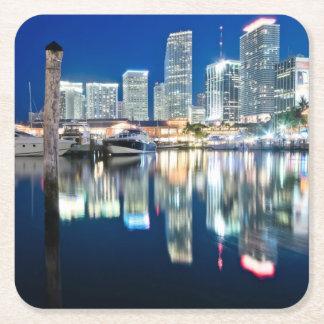 水、マイアミの反射のスカイラインの眺め スクエアペーパーコースター