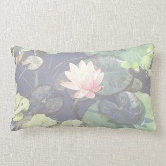 水Lillyの枕 ランバークッション