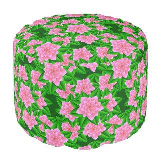氷のピンクのツバキおよび緑の葉 プーフ
