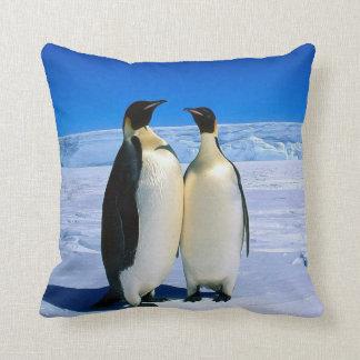 氷の枕クッションの2羽のコウテイペンギン クッション
