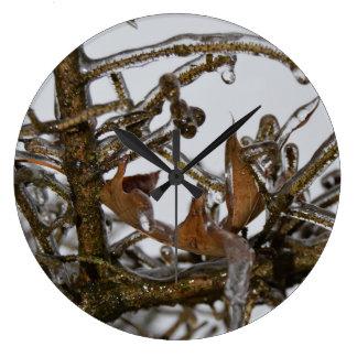 氷雨の後のスコットランドの松の木 ラージ壁時計