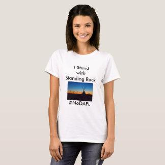 永続的な石が付いている立場 Tシャツ