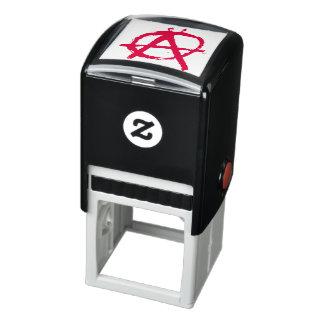 汚く赤い無秩序の記号 セルフインキングスタンプ