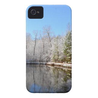 池のまわりの雪で覆われた景色 Case-Mate iPhone 4 ケース