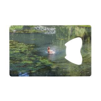 池のアヒルをはねかけること クレジットカード栓抜き