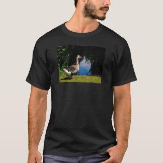 池の写真の野生のガチョウ Tシャツ