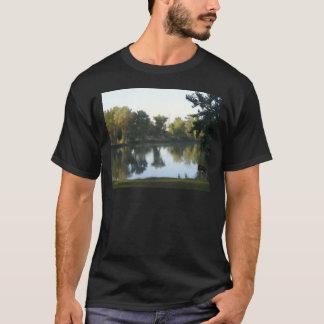 池の反射 Tシャツ