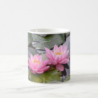 池の2野生ピンクの《植物》スイレン コーヒーマグカップ