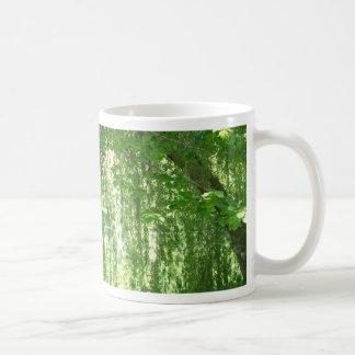 池を持つシダレヤナギ コーヒーマグカップ