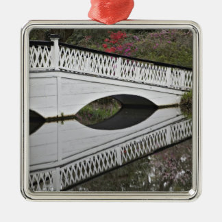 池、マグノリアに反映する橋 メタルオーナメント
