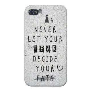 決してあなたの恐れがあなたの運命の引用文を決定しないために注意して下さい iPhone 4 ケース