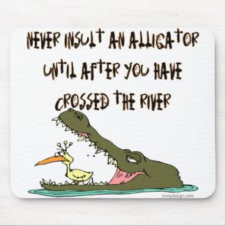 決してわにユーモアを侮辱しないで下さい マウスパッド