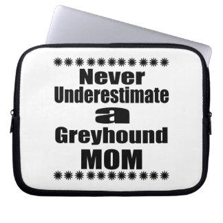 決してグレイハウンドのお母さんを過少見積りしないで下さい ラップトップスリーブ