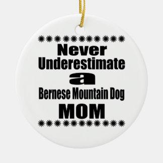 決してバーニーズ・マウンテン・ドッグのお母さんを過少見積りしないで下さい セラミックオーナメント