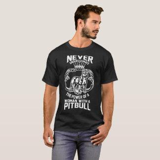 決してピットブルのTシャツを持つ女性を過少見積りしないで下さい Tシャツ