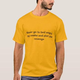 決してベッドは怒っている行きません Tシャツ