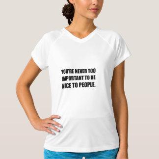 決して余りに重要なニースの人々 Tシャツ
