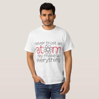 """""""決して信頼しないで下さい原子""""を Tシャツ"""