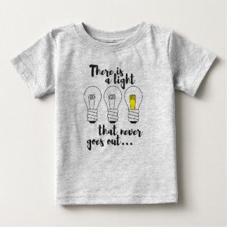 決して出かけないライト、jerseyのティーがあります ベビーTシャツ