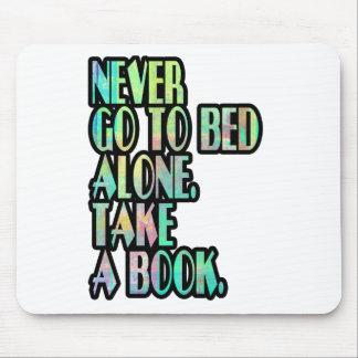 決して単独で寝ないで下さい マウスパッド