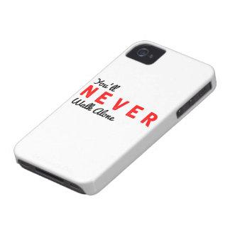 決して単独で歩きません Case-Mate iPhone 4 ケース