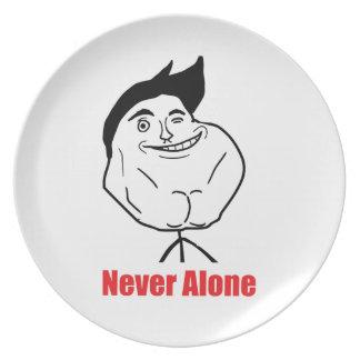 決して単独で-プレート プレート